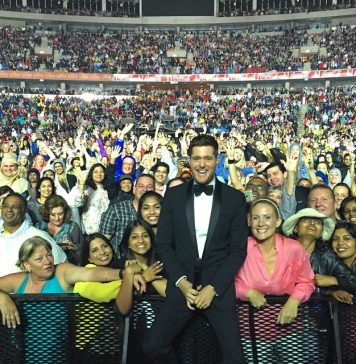 Michael Bublé Instagram: Just a little selfie with me & 18,000 of my closest friends in Durban, South Afr...