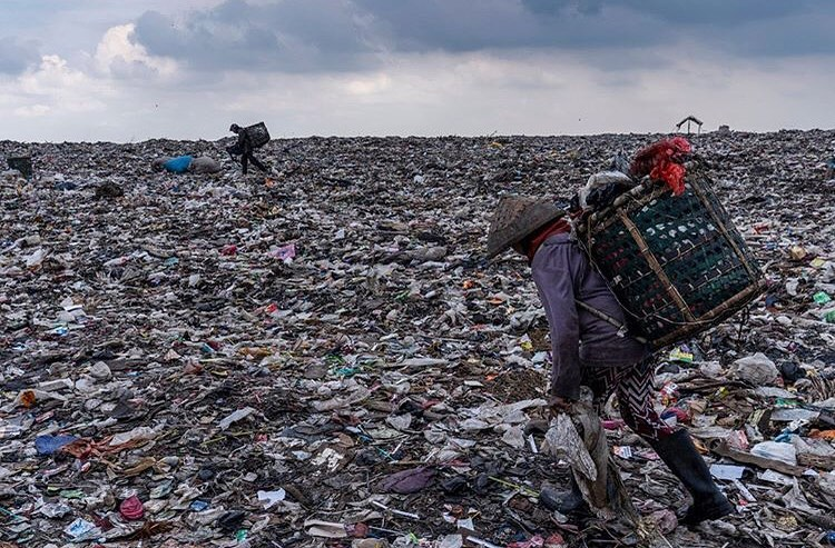 Leonardo DiCaprio Instagram:    Photo by Adam Dean  | Garbage pickers collect plastic from among domestic was...