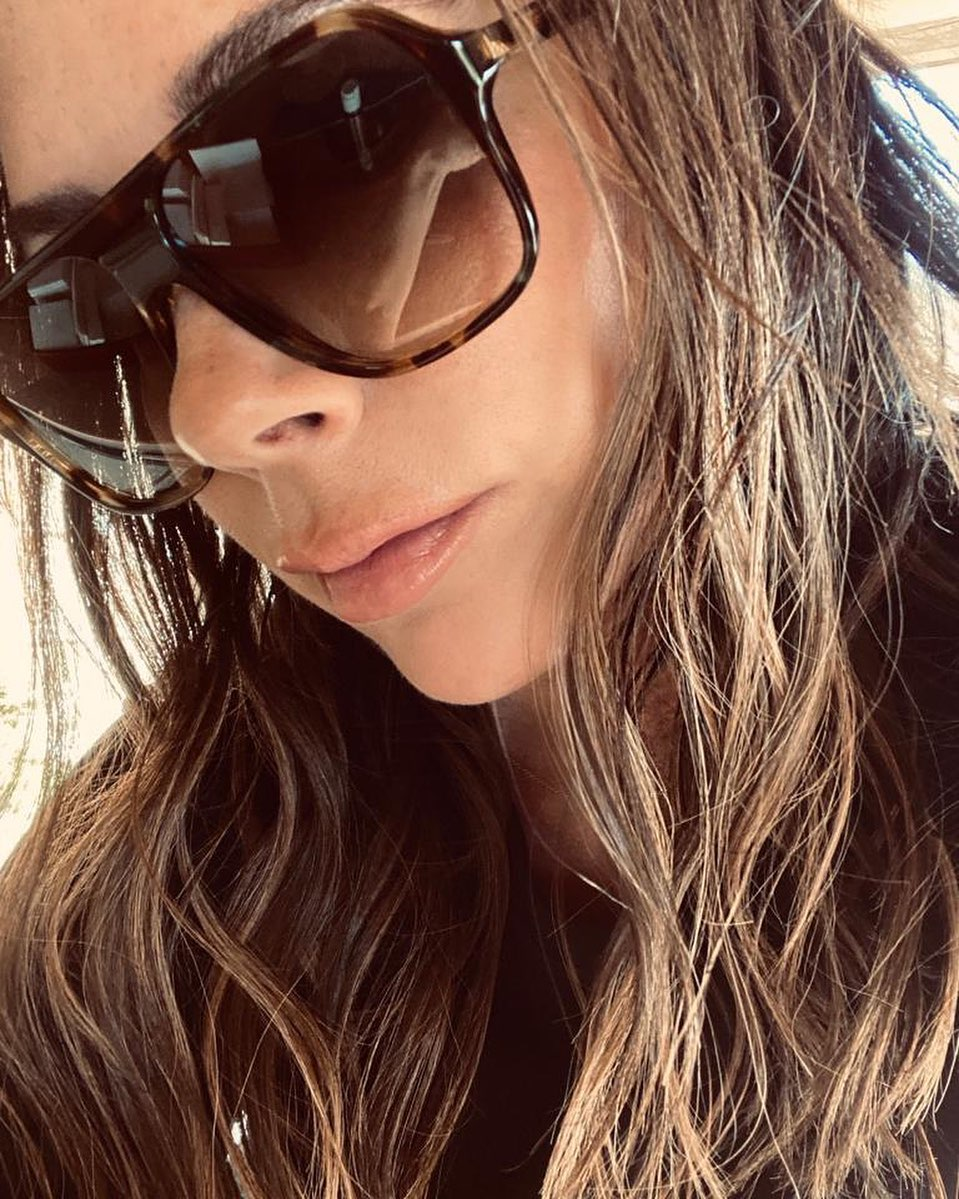 Victoria Beckham Instagram: The sun is out! New sunglasses are on!   ...